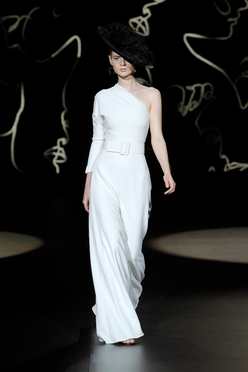 A Sophie et Voilà bridal wearing an asymmetric design