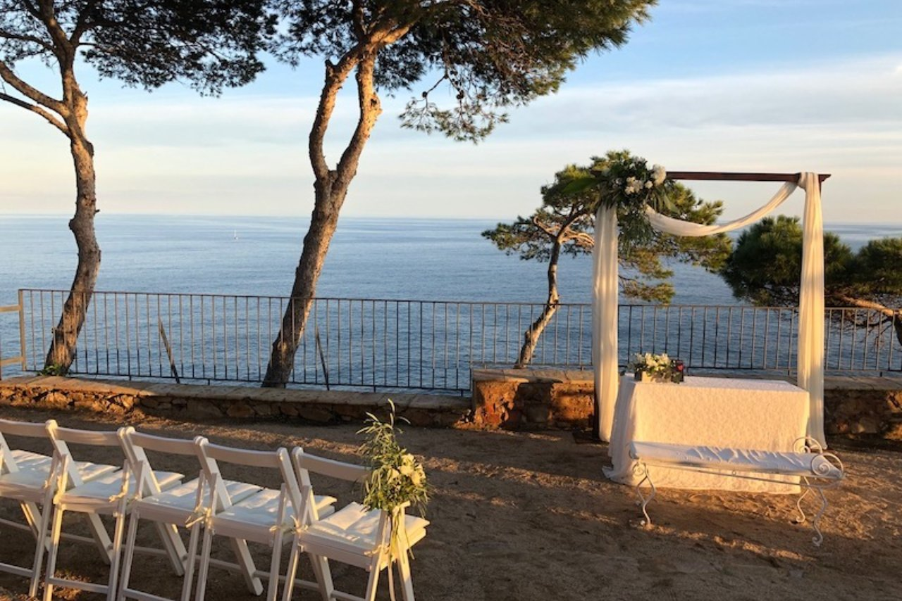 A private wedding by the coast