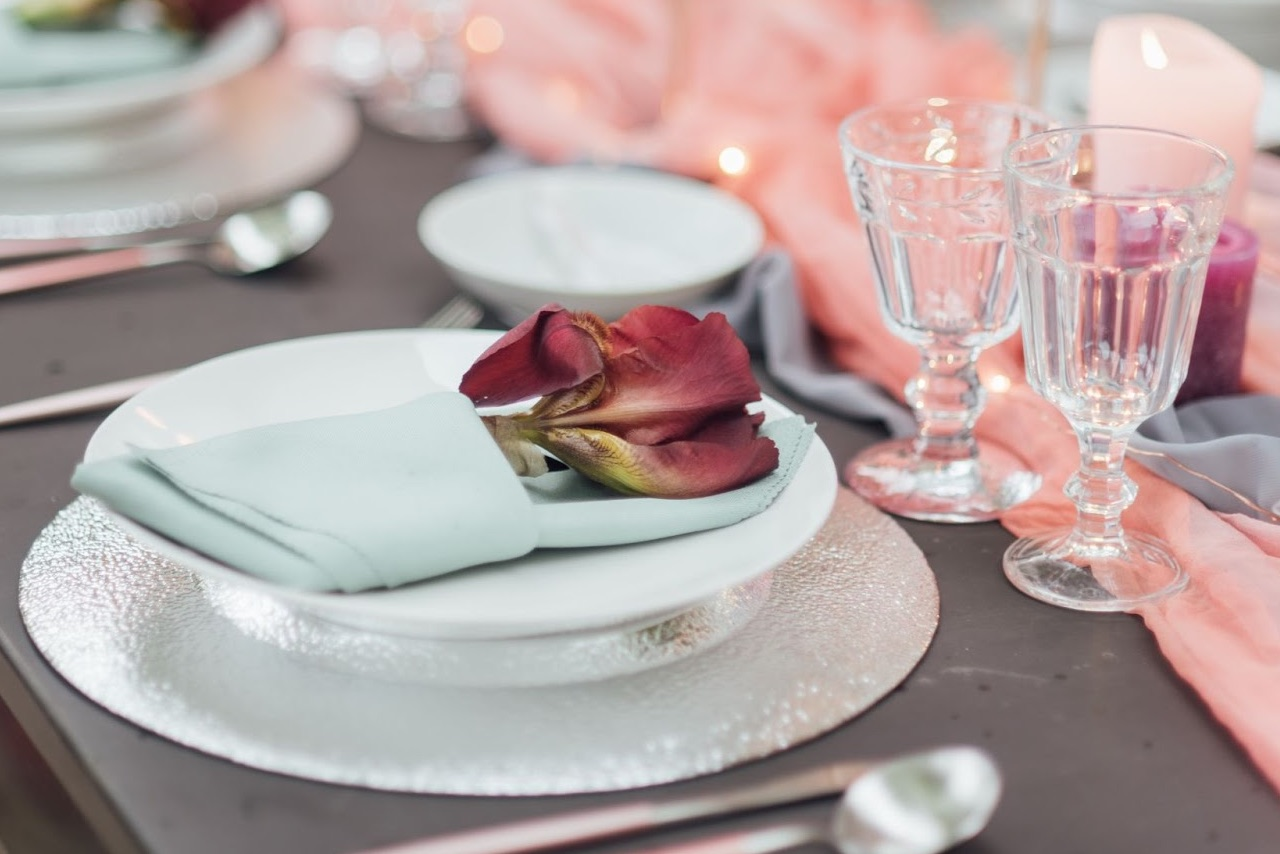 A wedding table dressed with pink and red hues